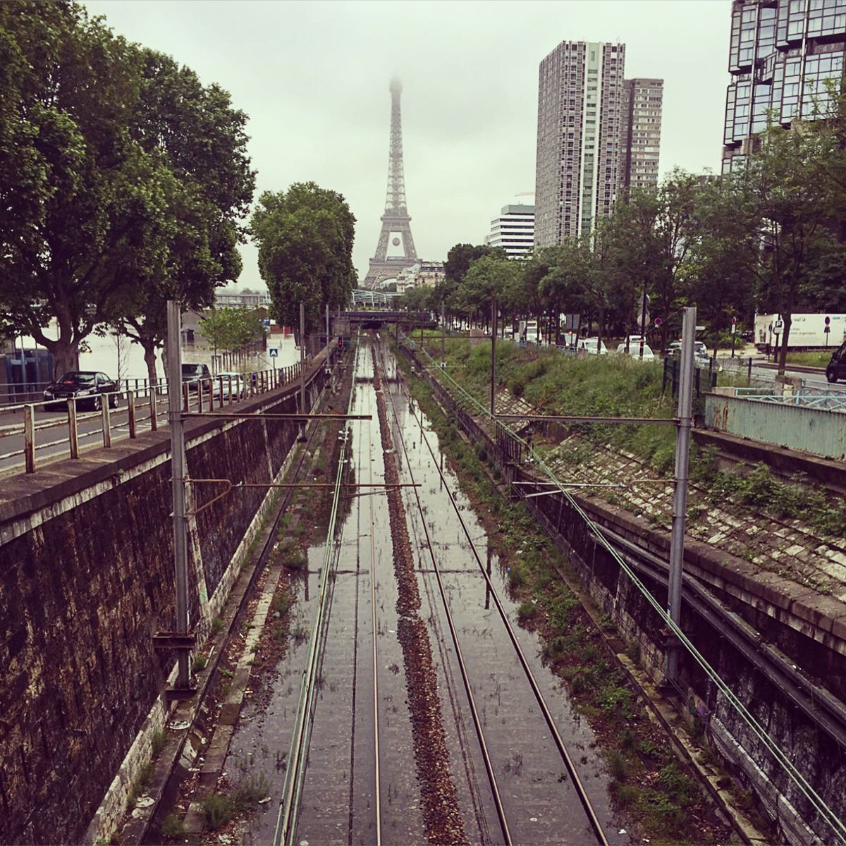 Flood in Paris, Train tracks in water.