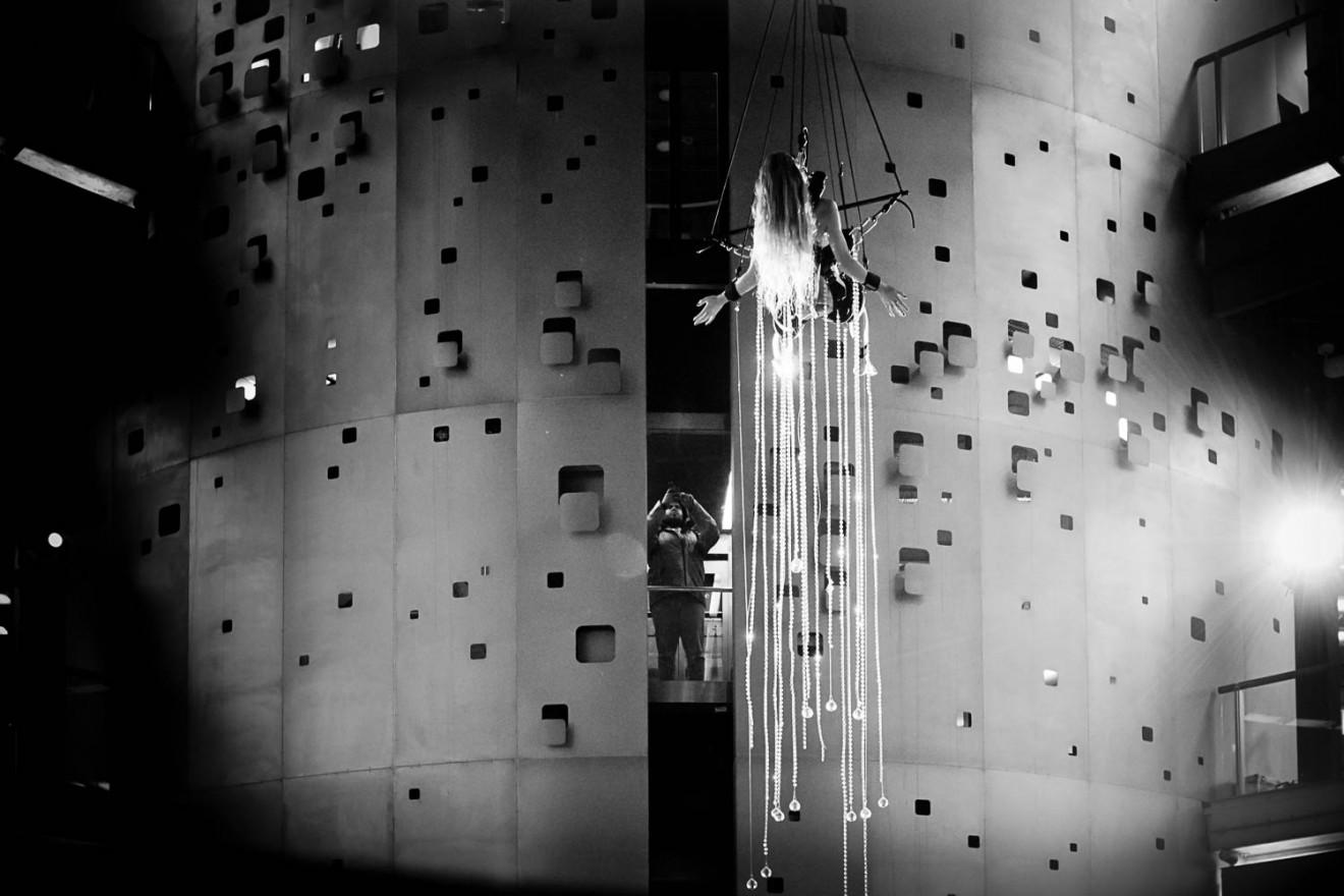 Millie Brown, Stary Browar, Poznań, Rainbow Body Performance
