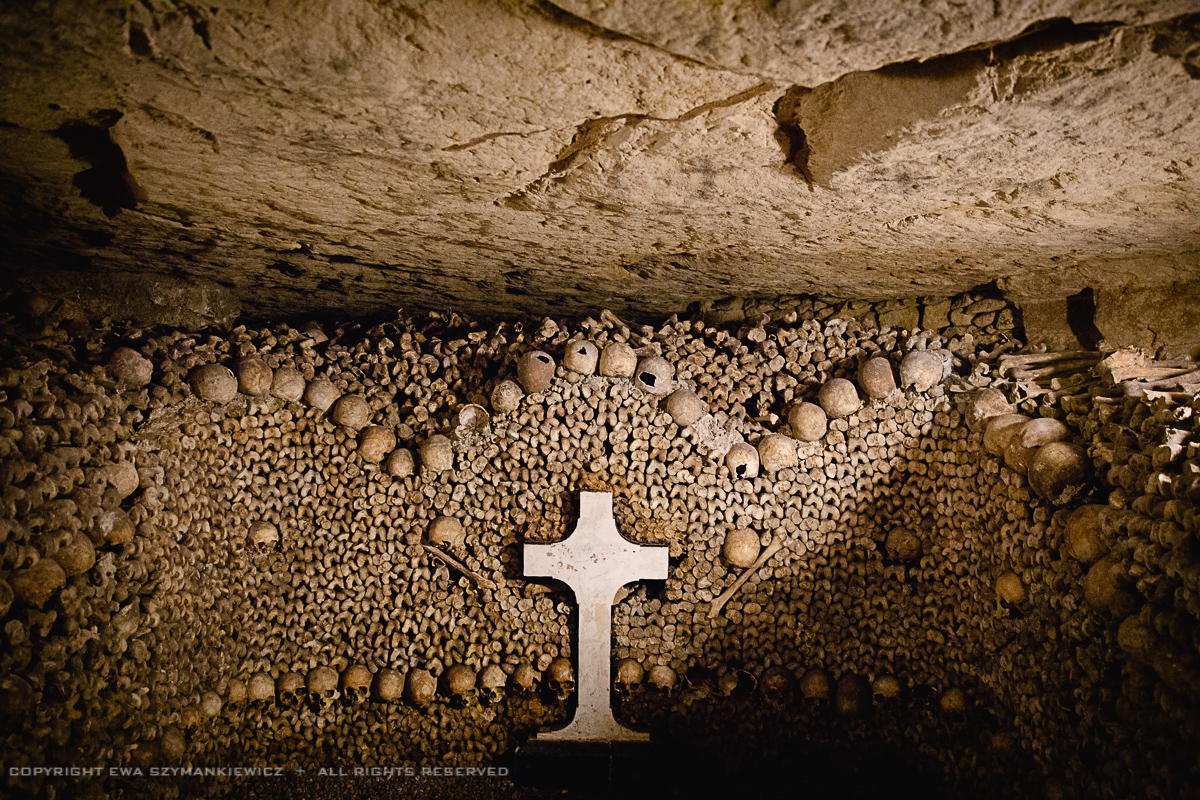 paris_catacombes_croix