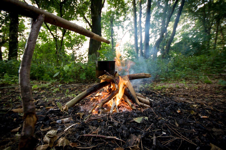 Gotowanie wody na ognisku