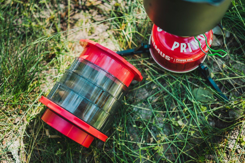 Cafflano Kompact - zestaw do przygotowania kawy, urządzenie, palnik z małą butlą i garneczek do zagotowania wody.