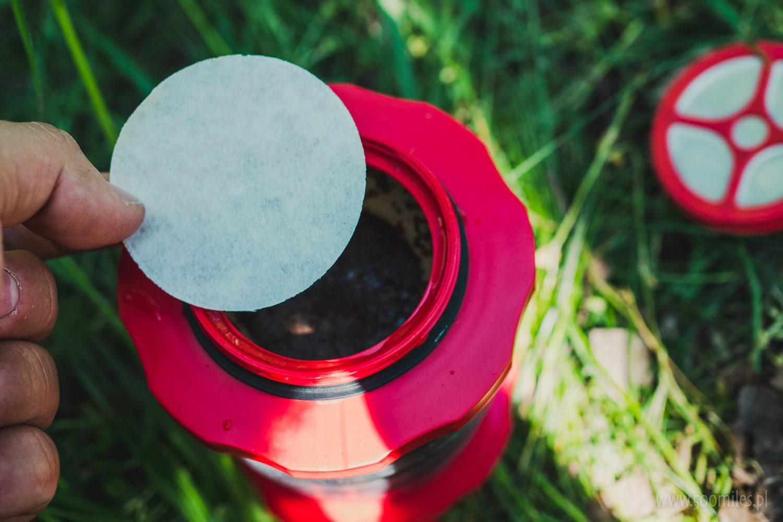 Cafflano Kompact - można użyć papierowych filtrów dzięki którym kawa będzie mniej mętna oraz delikatniejsza.